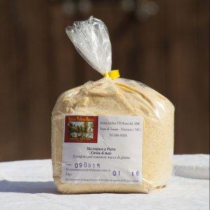 Farina di mais macinata a pietra