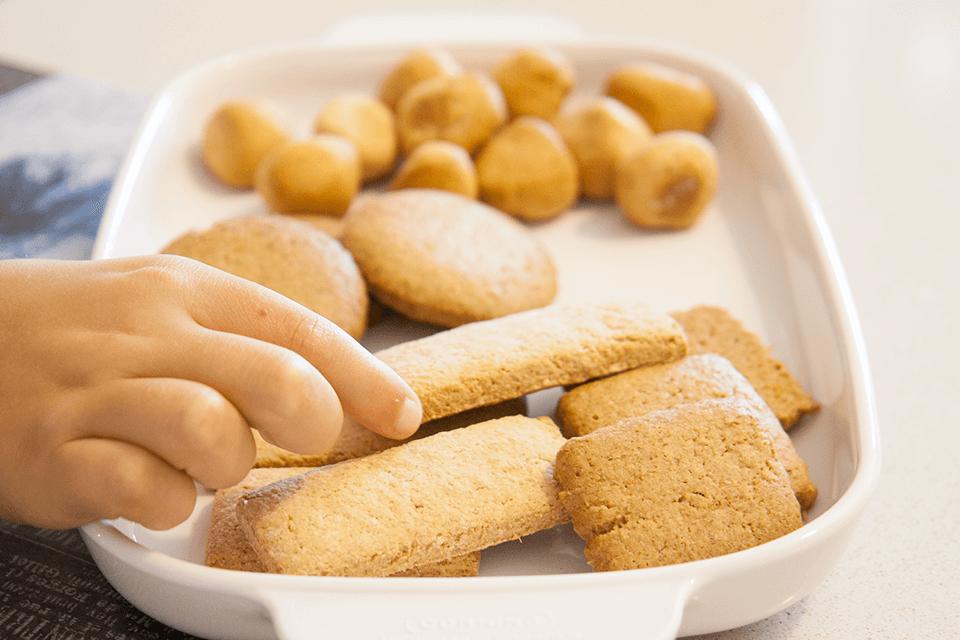 Merenda con biscotti con farine macinate a pietra